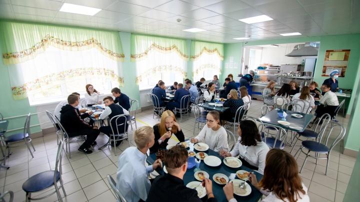 Кого будут кормить пастой и как в школьную столовую попала несвежая котлета. Репортаж с тюменского комбината питания