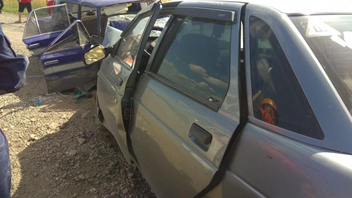 В Кузбассе авто вылетело на встречку, один погиб и пятеро в больнице. Возбуждено уголовное дело