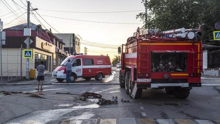 В Волгограде во время пожара эвакуировали всех жильцов подъезда
