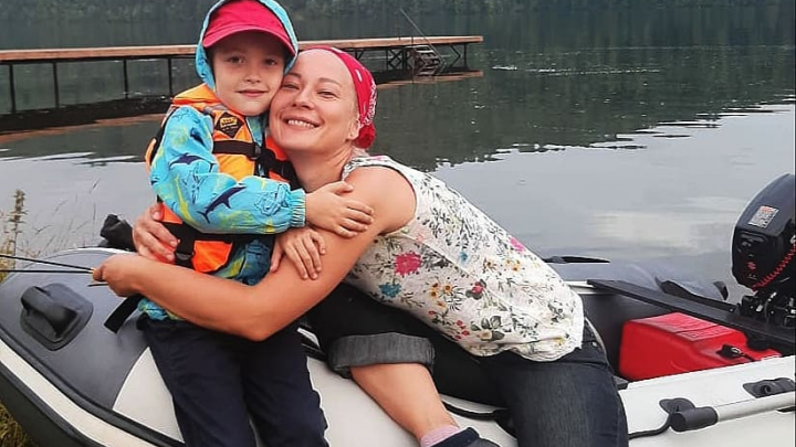 Уфимка, чей 5-летний сын едва не умер при столкновении двух лодок на Павловке, ищет его спасителя