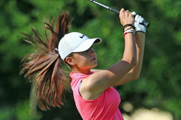 Девушка с детства занимается гольфом
