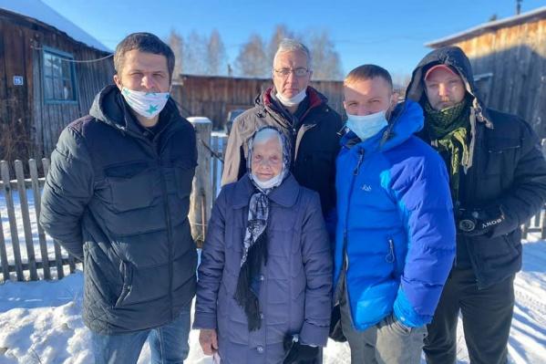 Пермские дайверы приехали навестить 90-летнюю блокадницу Ленинграда Людмилу Трубникову