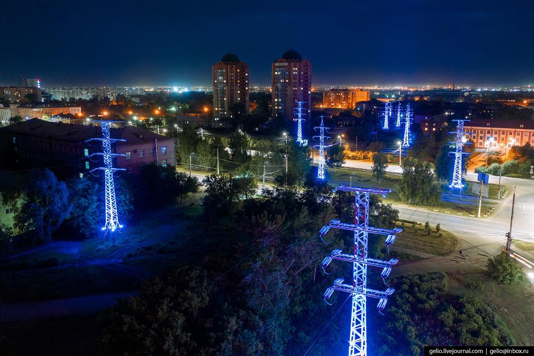 Главное новшество в городской подсветке — опоры ЛЭП, переливающиеся разноцветными огнями