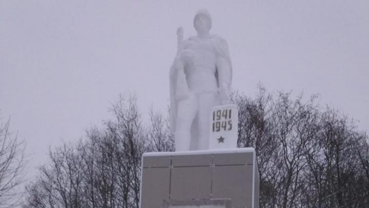 Памятник героям Великой Отечественной войны в Архангельске облицевали плиткой: фотофакт