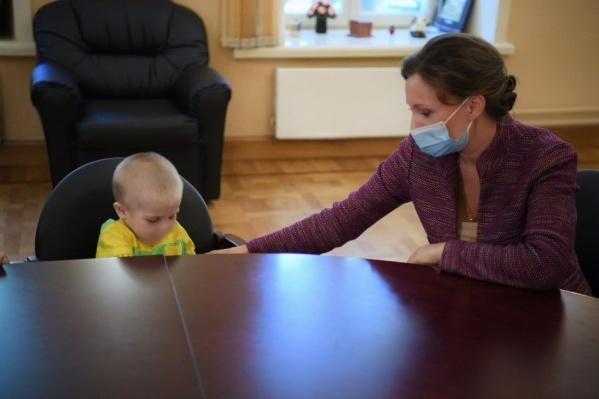 Анна Кузнецова и ребёнок, который уже вне опасности, в московской больнице