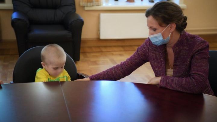 Ребёнок, которого истязали в Омской области, попал в московскую больницу