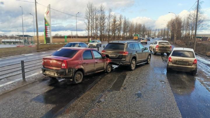 Две аварии подряд: в Ярославле встала окружная