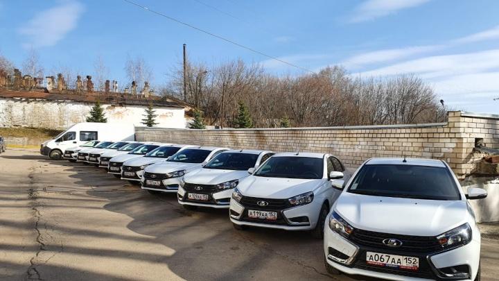 Нижегородское правительство отдало часть своих машин врачам и волонтерам