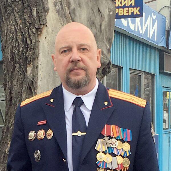 Советник юстиции прокурор Ростислав Тимшин работал в Аргуне с июня 2000 года по май 2002 года с перерывом на лечение в госпитале. За это время в его отделе шесть человек получили ордена мужества, включая его самого.Трое — посмертно