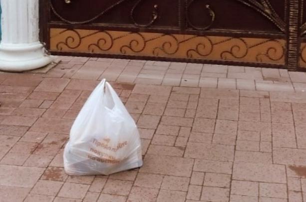 Хижина с орлами: в Ярославле жильцы роскошного особняка заказали у волонтёров бесплатные продукты