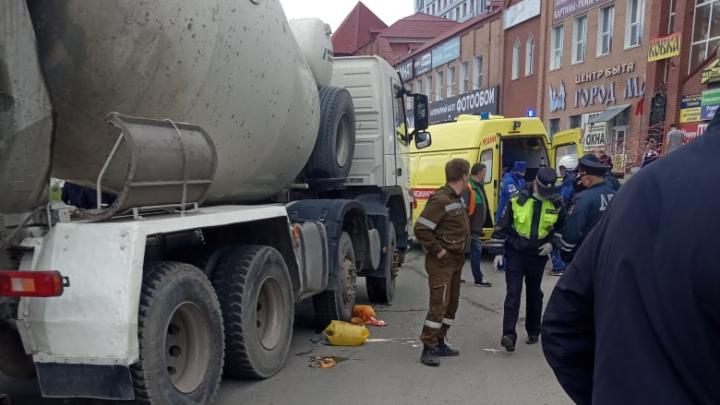 Под колесами бетономешалки на Мельникайте погибла женщина