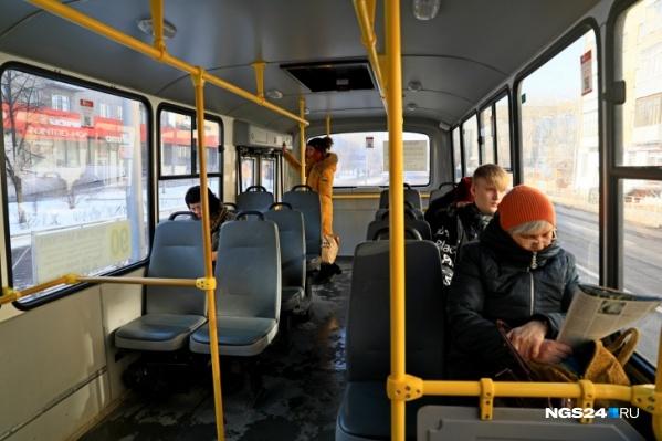 Пассажиры жаловались на большие интервалы в движении автобуса
