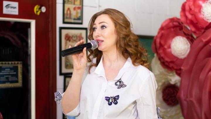 «Сама ходила и клеила объявления»: как Сания Тимасова заработала на подиуме на свое модельное агентство