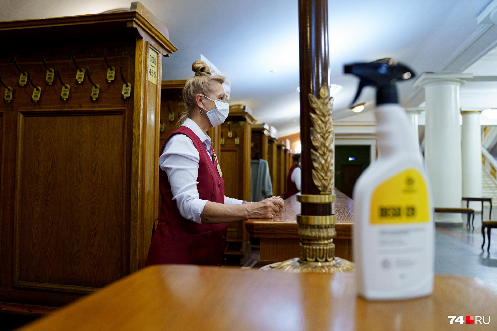 А гости при желании могли воспользоваться санитайзерами