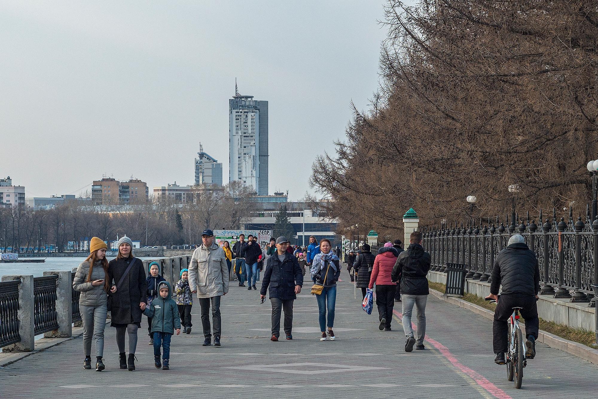 """Так выглядит наш город на самоизоляции. Колонку екатеринбургского фотографа об этом <a href=""""https://www.e1.ru/news/spool/news_id-69072688.html"""" target=""""_blank"""" class=""""_"""">читайте здесь</a>"""