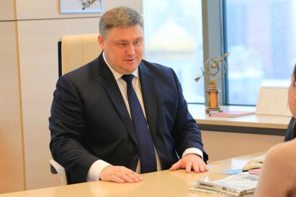 Депутат руководит комитетомпо экономической политике, промышленности, предпринимательству, инвестициям и внешнеэкономическим связям