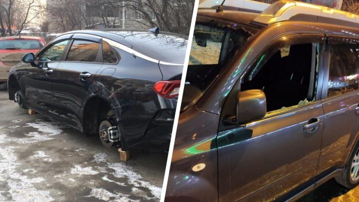 «Локтями выбивали стекла, вырывали регистраторы»: на Ботанике воры в масках обнесли автомобили