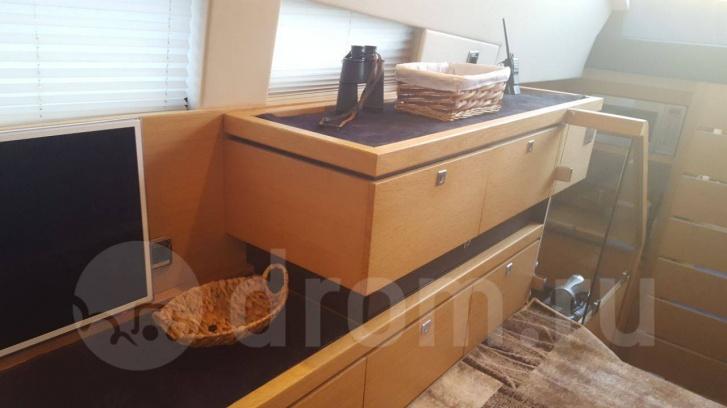 Всю мебель для яхты явно делали индивидуально и со вкусом