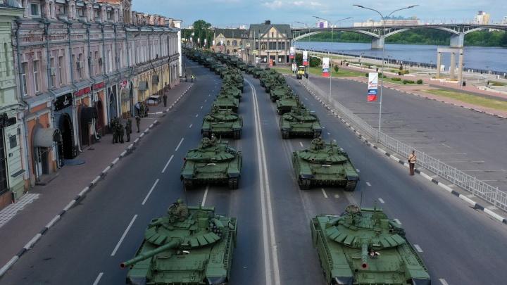 В Нижнем Новгороде прошла репетиция «Марша Победы»: 10 снимков с торжества, где не будет зрителей