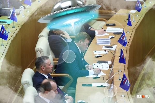 Свердловским депутатам пора перестать заниматься пустяками. Они должны объявить, что инопланетяне среди нас, считают уфологи