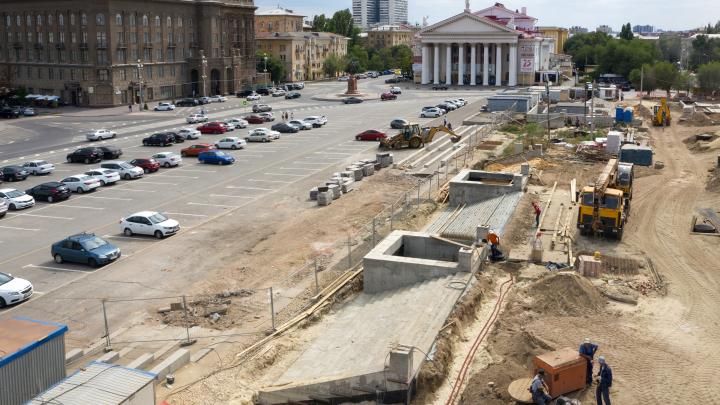 Парковка, бирючина и ворота: рассказываем, что делают за площадью Павших Борцов Волгограда за 93 млн