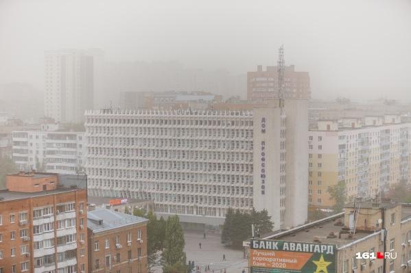 Город снова окутали облака белой пыли