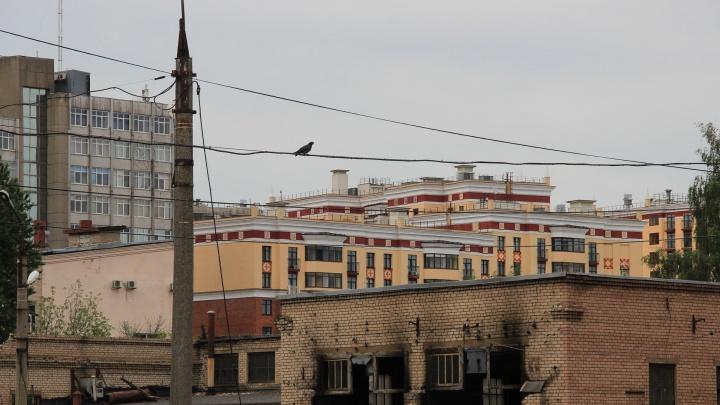 «Закончилась 75-летняя история»: строители сносят единственное в центре Ярославля троллейбусное депо