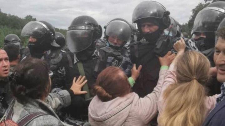 Стало известно, сколько сотрудников полиции задействовали в воскресных потасовках на Куштау