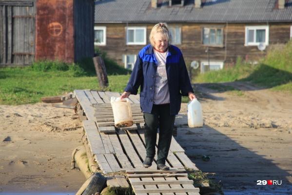 Воду по талонам в архангельских поселках продают с 24 августа