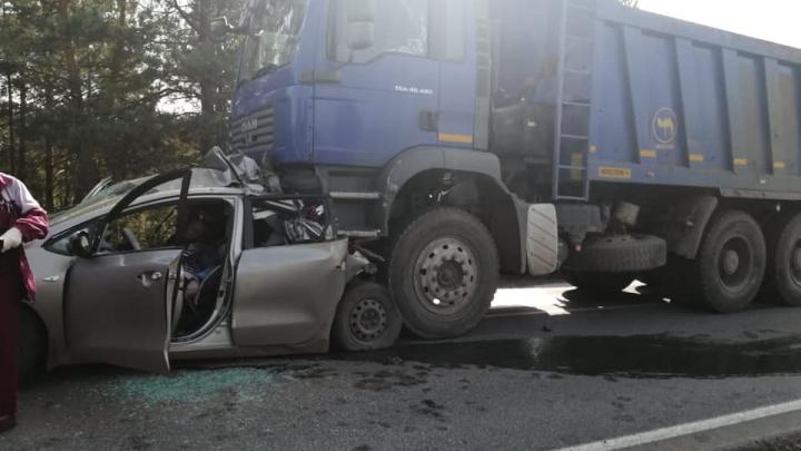 В Башкирии в ДТП с грузовиком MAN погибла семейная пара