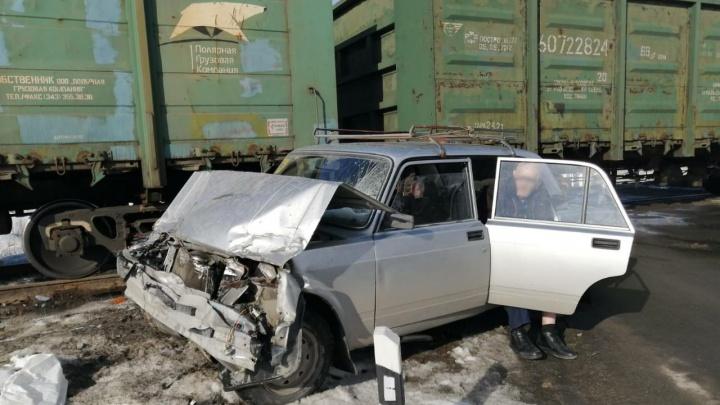 Поезд и легковушка столкнулись на переезде в Челябинской области