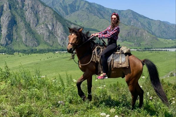 На Алтае можно покататься на лошадях, но конные прогулки оплачиваются отдельно