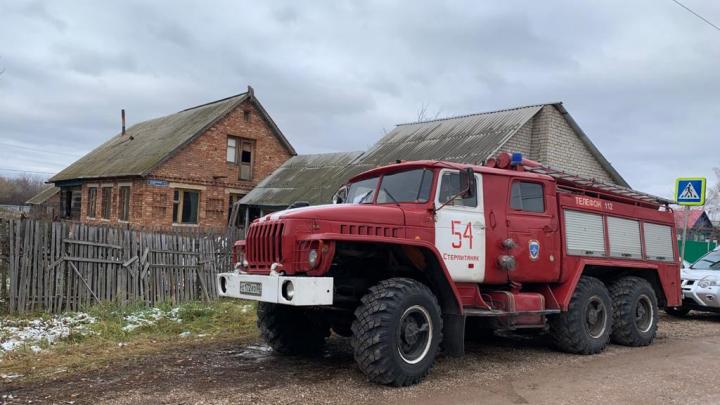 В Башкирии два человека погибли при пожаре в жилых домах
