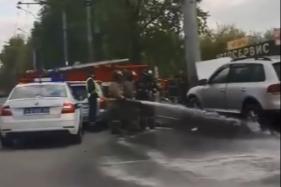 «Фольксваген» влетел в ограждение в Кировском районе — водитель в больнице
