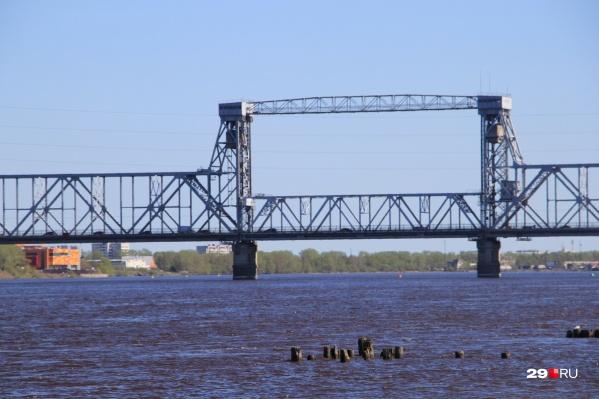 Ограничения движения продлили на мосту до июля