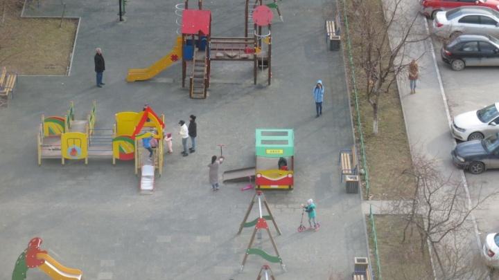 В Тюменской области стало больше детей с коронавирусом. Им от года до 15 лет