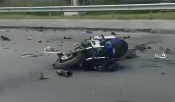 В Кургане мотоциклист въехал в иномарку