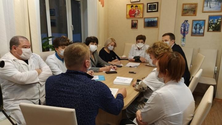 В Карпогорской ЦРБ прокомментировали увольнение главного хирурга из-за конфликта с начальством
