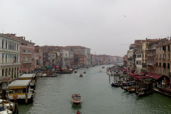 Заражение сначала коснулось маленьких городов, но теперь добралось и до крупных — например, Милана и Венеции<br>