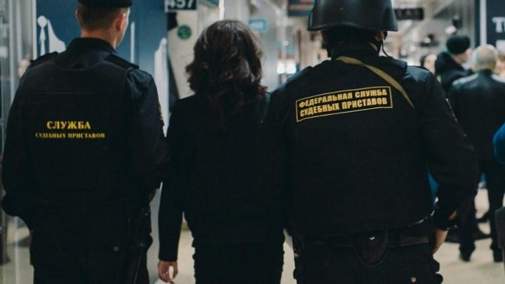 Пятеро тюменцев обвинили судебных приставов в служебном подлоге из-за изъятия квартир без понятых