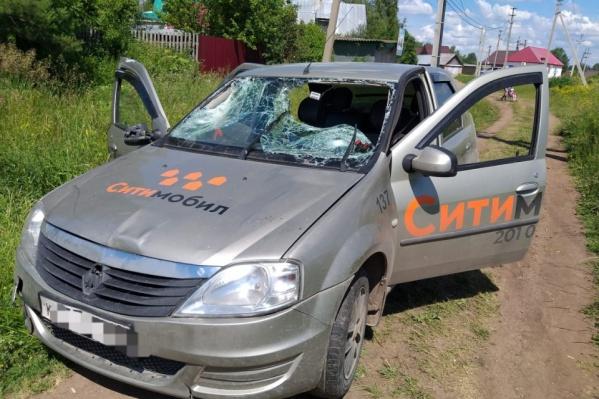 Таксист сбил девочек