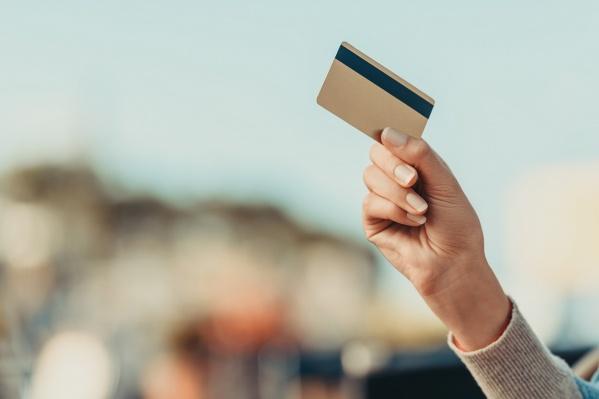 Забирать новую карту можно не торопиться — Сбербанк увеличил срок хранения карт до 4 месяцев