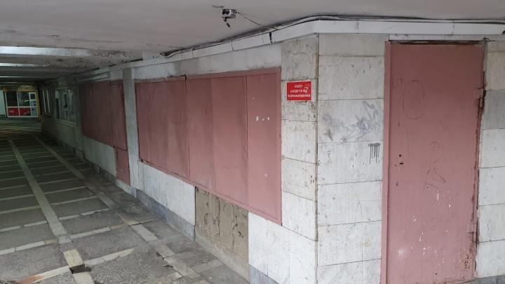 «Дали срок до 1 мая»: из подземного перехода в центре Челябинска начали выселять торговцев