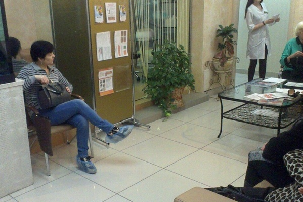 Так выглядел зал ожидания в одном из помещений центра в «Миллениуме»