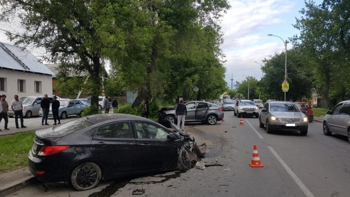 Аварию на Проезжей, где пострадал маленький ребёнок, устроили два неопытных водителя