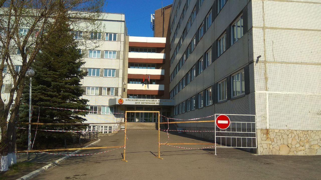 Вход в госпиталь закрыли, там проходят лечение пациенты с коронавирусом