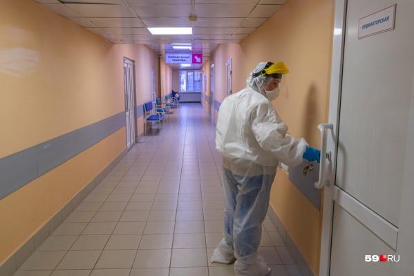 Только 74 пациента лечатся в больницах