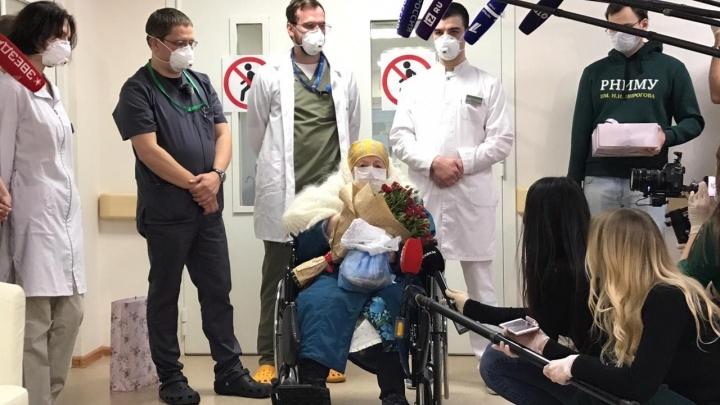 100-летняя бабушка вылечилась от COVID-19 в свой день рождения