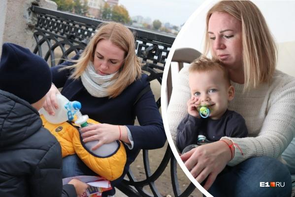 Маме смертельно больного ребенка пришлось реанимировать его прямо в центре города