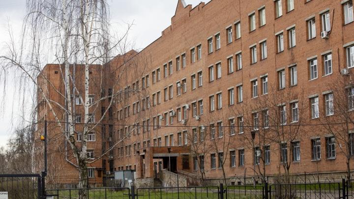 Из окна ковид-госпиталя в Ярославле выпал пациент
